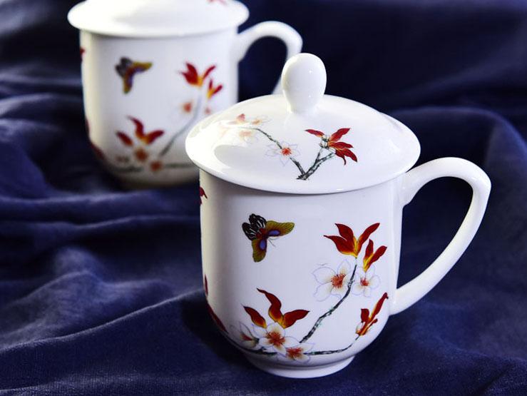 陶瓷水杯 带盖彩蝶办公骨瓷盖杯