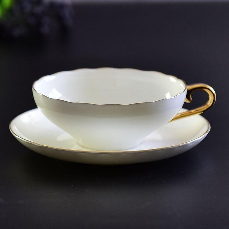 骨瓷咖啡杯碟的正确拿法