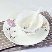 唐山骨瓷厂家:骨质瓷餐具的发展前